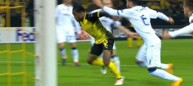Michy Batshuayi antar Borussia Dortmund menang dramatis atas Atalanta. This video is presented by Ballball.
