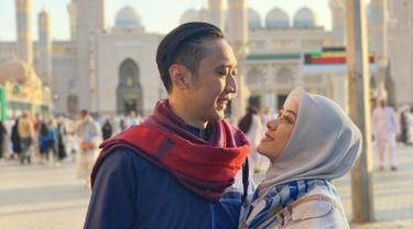 Aliya Rajasa dan putra bungsu mantan Presiden SBY ini menikah pada November 2011 silam. Delapan tahun menjalani biduk rumah tangga, keluarga kecil ini jauh dari gosip miring. (Liputan6.com/IG/ruby_26)