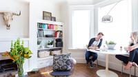 Dengan fungsi sebagai tempat berkumpul keluarga dan bersantap makan bersama-sama, meja makan bisa dibilang sebagai set furnitur yang wajib ada di dalam rumah.