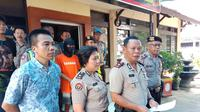 Aparat Polsekta Bandung Weran menangkap jamret dengan korban mahasiswi. (Huyogo Simbolon)
