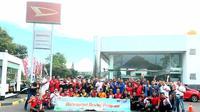 Lebih dari 50 member komunitas Daihatsu di Jawa Timur berkumpul di Outlet Astra Daihatsu Cabang Surabaya Waru untuk menghadiri 'Auto Clinic 2019: Anticipated Driving Program'.