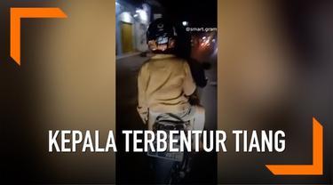 Seorang pria mengalami kejadian tak mengenakkan saat dibonceng motor. Karena saking ngantuknya, pria tersebut kehilangan keseimbangan dan kepalanya pun terbentur tiang listrik.