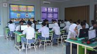 Pelaksanaan UNBK di SMK Negeri 2 Kota Jambi. (Dok. Humas dan Protokol Pemprov Jambi/B Santoso)
