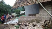Rumah warga di Bogor terdampak gempa Sukabumi. (Liputan6.com/ Achmad Sudarno)