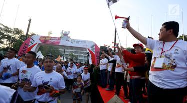 Menko PMK Puan Maharani bersama Ketua NASGOC, Erick Thohir melepas Fun Run menyemarakan Asian Games 2018 di Plaza Barat Senayan, Jakarta, Minggu (1/7). Acara digagas untuk menyambut Asian Games pada Agustus 2019 mendatang. (Liputan6.com/Johan Tallo)
