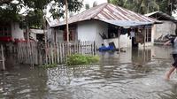 Banjir rob menerjang beberapa desa di Kecamatan Sirenja, Kabupaten Donggala, Sulawesi Tengah pada Sabtu sore ( 11/01/2020 ). (Liputan6.com/Heri Susanto)