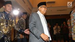 Cawapres no urut 02 Ma'ruf Amin tiba menghadiri pertemuan silaturahim di Gedung PBNU, Jakarta, Senin (22/4). Pertemuan tersebut membahas penyampaian gagasan kebangsaan pengurus besar Nahdlatul Ulama. (Liputan6.com/Johan Tallo)