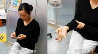 Gara-gara bermain smartphone non stop selama satu minggu, jari tangan wanita ini tidak bisa digerakkan. (Foto: NextShark)