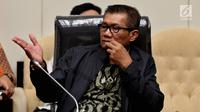 Ketua Pansus Hak Angket KPK, Agun Gunandjar Sudarsa memimpin rapat, Jakarta, Senin (19/6). Pansus angket terhadap KPK memanggil Miryam terkait klarifikasi terhadap surat pernyataannya yang pernah disampaikan ke Pansus. (Liputan6.com/Johan Tallo)