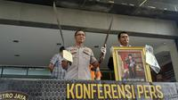 Konferensi pers mengenai pemilik mobil yang membawa parang saat pelantikan presiden dan wakil presiden di Polda Metro Jaya, Selasa (5/11/21019) (Merdeka.com/ Tri Yuniwati Lestari)