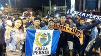 Bobotoh Persib dan The Jakmania menggelar aksi 1.000 lilin di Bekasi mengenang mendiang Ricko Andrean. (Instagram)