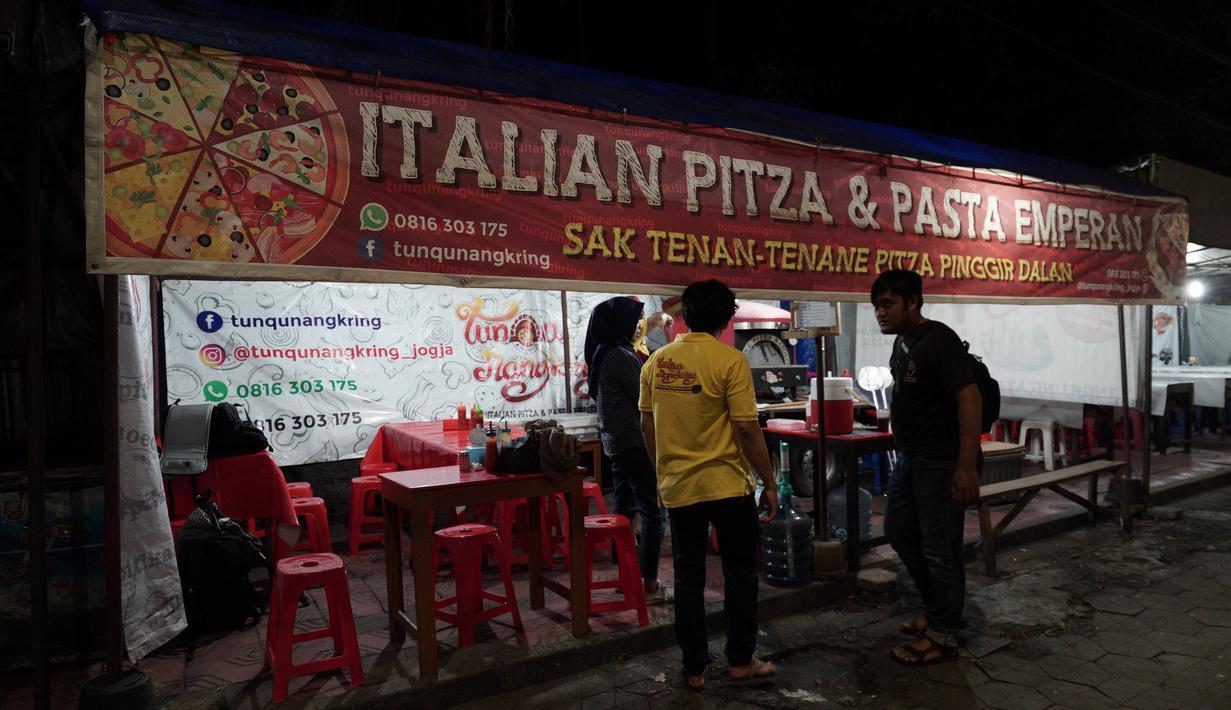 Tunqu Nangkring Pizza, berlokasi di Jalan Mangkubumi, Yogyakarta (kawasan Stasiun Tugu). Tempatnya memang benar-benar berada di emperan dan berbeda dengan tempat menjual pizza pada umumnya. (Brilio/Syamsu Dhuha FR)