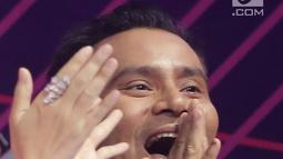 Reaksi penyanyi Judika saat namanya disebutkan sebagai penerima penghargaan dalam SCTV Music Awards 2019 di Studio 6 Emtek City, Jakarta, Jumat (26/4). Judika menyabet penghargaan Video Klip Paling Ngetop untuk lagu Jikalau Kau Cinta dan Penyanyi Solo Pria Paling Ngetop. (Fimela.com/Bambang E. Ros)