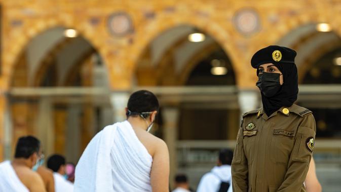 Perempuan Arab Saudi bakal dilibatkan dalam proses pengamanan ibadah Haji 2021. (twitter.com/MOISaudiArabia)