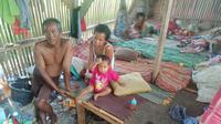 Potret keluarga Abas Basari, warga Desa Gempol, Kecamatan Banyusari, Karawang yang masih terbelenggu kemiskinan. (Liputan6.com/Abramena)