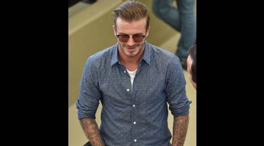 Mantan pesepakbola asal Inggris, David Beckham saat menyaksikan pertandingan final piala dunia, Brasil Senin (14/7/14). (AFP PHOTO/Nelson Almeida)