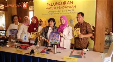 Sanggar Fortune dan Komunitas Rumah Pencerah pada Kamis, 12 November 2015 luncurkan buku berisi cara pendidikan dan pengasuhan anak usia dini bagi orangtua dan guru PAUD.