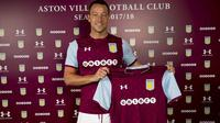 Aston Villa meresmikan perekrutan John Terry pada Senin (3/7/2017). (dok. Aston Villa)