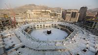 Suasana Masjidil Haram di Mekah, Arab Saudi, Kamis (5/3/2020). Penutupan area Masjidil Haram ini dilakukan setelah pemerintah Arab Saudi menyetop sementara ibadah umrah menanggapi wabah virus corona (COVID-19). (ABDEL GHANI BASHIR/AFP)