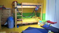 Membuat kamar tidur anak untuk berdua dalam satu kamar tidaklah sulit setelah Anda membaca empat tipsnya di sini