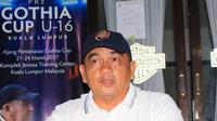 Pelatih asal Malaysia, Raja Isa. (Bola.com/Abdi Satria)
