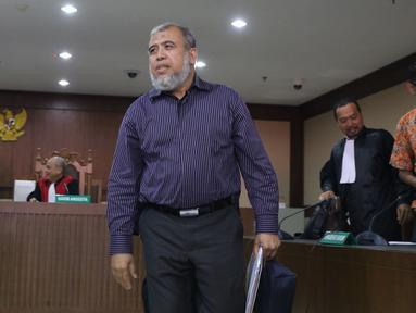 Mantan Hakim Mahkamah Konstitusi, Patrialis Akbar usai menjalani sidang permohonan peninjauan kembali (PK) ke Mahkamah Agung di Pengadilan Tipikor, Jakarta, Kamis (25/10). Sidang mendengar pembacaan memori permohonan PK. (Liputan6.com/Helmi Fithriansyah)