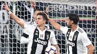 Penyerang Juventus, Paulo Dybala, melakukan selebrasi usai membobol gawang AC Milan pada laga Serie A di Stadion Allianz, Turin, Sabtu (6/4). Juventus menang 2-1 atas AC Milan. (AP/Andrea Di Marco)