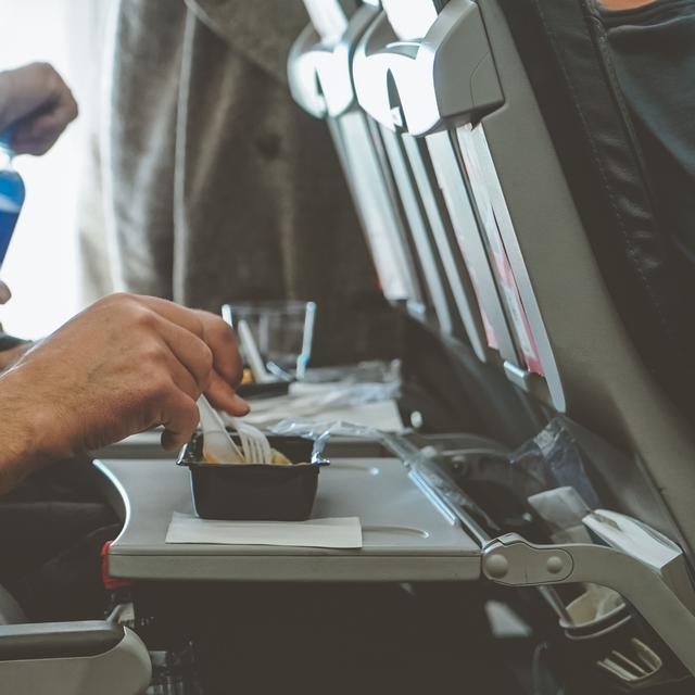Sepi Penumpang, Maskapai Amerika Sumbangkan Makanan Pesawat ke Rumah Sakit  - Lifestyle Liputan6.com