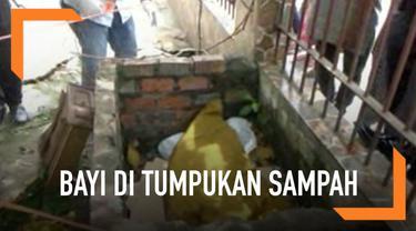 Dua penjaga kebersihan di Palembang, Sumatera Selatan tak sengaja menemukan seorang mayat bayi baru lahir di tumpukan sampah.