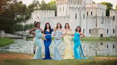 Sejumlah wanita yang sedang hamil besar mengenakan kostum layakanya karakter Putri Disney berpose saat sesi pemotretan. Para wanita hamil ini berpose saat sesi pemotretan yang dilakukan oleh fotografer Vic dan Marie. (Instagram/vicandmariephotography)
