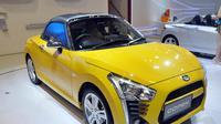 Pada ajang IIMS 2014, Daihatsu menampilkan 2 Unit Copen model baru agar masyarakat Indonesia lebih mengenal mobil yang stylish dan sporty ini, Jakarta, (18/9/14). (Liputan6.com/Miftahul Hayat)