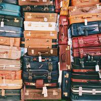 Ilustrasi Koper untuk Traveling | unsplash.com/@cselfors