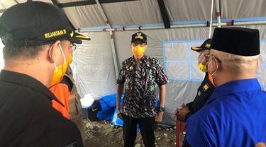 Gubernur Sumbar, Irwan Prayitno meninjau perbatasan Sumbar di Pasaman Barat dalam rangka memperketat arus masuk ke provinsi setempat.