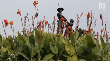 Patung Pahlawan terlihat di Taman Tugu Tani, Jakarta, Rabu (9/1). Taman Tugu Tani masuk dalam rencana revitalisasi lima taman yang ada di Jakarta pada tahun ini. (Liputan6.com/Helmi Fithriansyah)
