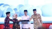 Presiden Jokowi didampingi Menaker Ida Fauziyah dan Gubernur Jateng Ganjar Pranowo meresmikan 1.113 Balai Latihan Kerja Komunitas.