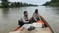 Logistik Pilkada Serentak di Kabupaten Banyuasin Sumsel didistribusikan melalui jalur sungai (Dok. KPUD Banyuasin / Nefri Inge)