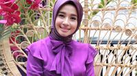 Laudya Cynthia Bella tetap cantik dengan make up sederhana. (Adrian Putra/Fimela.com)