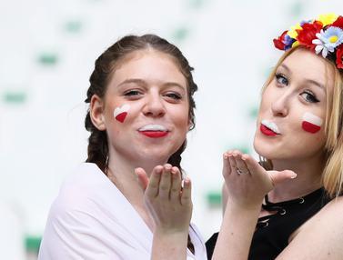 Fans Cantik Polandia dan Swiss yang Menggemaskan