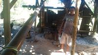 Foto: Yohanis Yohanes Jago, salah satu pembuat moke tradisional di Maumere, Kabupaten Sikka (Liputan6.com/Dion)