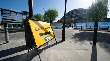 Pemandangan pusat konferensi Manchester Central yang dialihfungsikan menjadi rumah sakit lapangan bernama NHS Nightingale Hospital North West untuk membantu memerangi wabah COVID-19 di Manchester, Inggris, 13 April 2020. Rumah sakit itu dapat menampung hingga 750 pasien. (Xinhua/Jon Super)