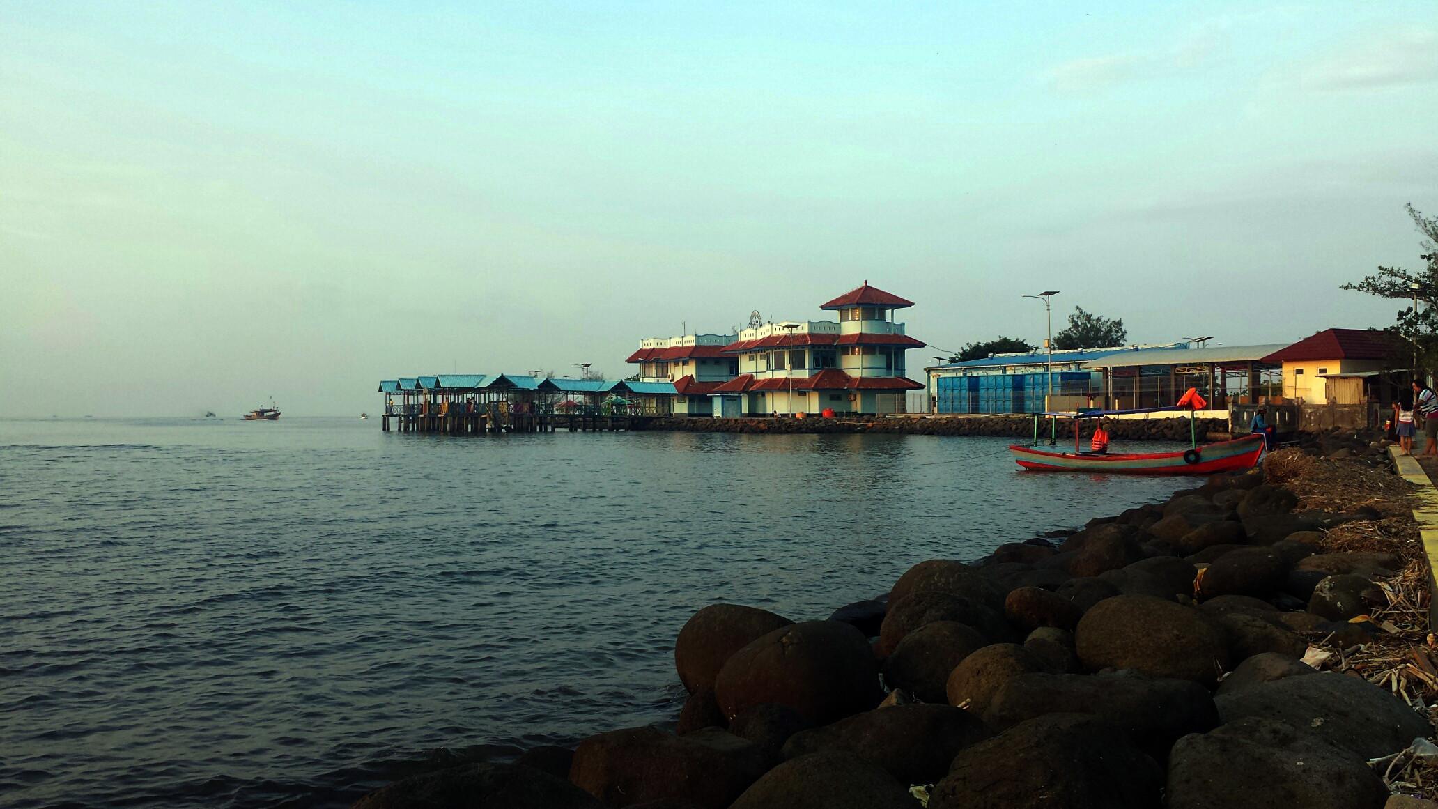 Suasana senja di tempat pelelangan ikan, Pelabuhan Perikanan Nusantara, Pekalongan, Jawa Tengah. (Liputan6.com/Fajar Eko Nugroho)