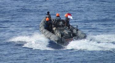 TNI AL ASelamatkan ABK WNA yang Tercebur di Laut Natuna