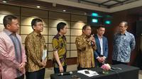Menkominfo Rudiantara bersama dengan Daiki Kasugahara President of Japan External Trade Organization, serta sejumlah stakeholder dalam acara Japan-Indonesia Innovation Meet Up Event di Jakarta, Selasa (12/9/2017). Liputan6.com/ Agustin Setyo Wardani