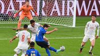 Dua laga terakhir kontra Belgia dan Spanyol, Federico Chiesa selalu diturunkan sebagai pemain utama. Melawan Spanyol, ia bahkan mencetak satu-satunya gol Italia pada waktu normal. Melawan Timnas Inggris, Chiesa siap meledak lagi. (Foto: AFP/Pool/Facundo Arrizabalaga)