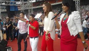 Luna Maya, Raffi Ahmad, dan sejumlah artis menghibur massa pada kampanye Partai Gerindra