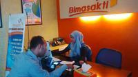 Strategi untuk menghadapi persaingan Masyarakat ekonomi Asean (MEA) adalah dengan memperkuat layanan.