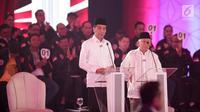 Capres-cawapres nomor urut 01 Joko Widodo atau Jokowi (kiri) dan Ma'ruf Amin saat memaparkan visi misi dalam debat Pilpres 2019, Jakarta, Kamis (17/1).(Www.sulawesita.com)