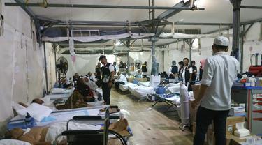 Jemaah haji tengah dirawat di Klinik Kesehatan Haji Indonesia (KKHI) di Mina. Liputan6.com/Nurmayanti