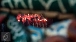 Warga keturunan Tionghoa memadati kawasan Klenteng Dharma Bhakti, Petak Sembilan Glodok, Jakarta, Jumat (27/1). Peringatan perayaan Imlek atau Tahun Baru China 2017 di Jakarta berjalan aman dan terkendali. (Liputan6.com/Gempur M Surya)