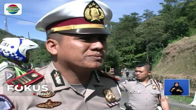 Penutupan jalur diberlakukan untuk kendaraan roda empat, mulai dari kawasan Gunung Mas, Bogor, dan kawasan Kota Bunga menuju Cianjur dan arah sebaliknya.